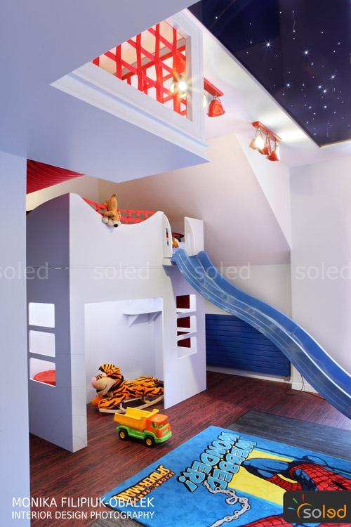 Pokój dziecięcy chłopca z gwiezdnym sufitem