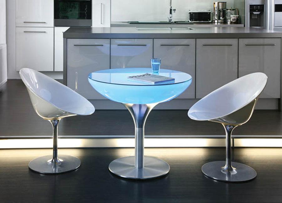 stolik podświetlany w kuchni