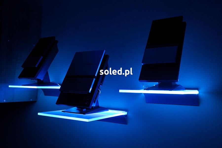 półki LED pod głośnikami