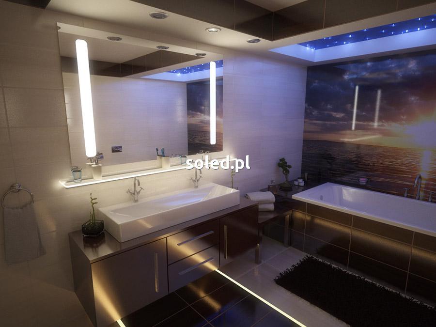 lustro łazienkowe led zimne w nowoczesnej łazience, w której znajduje się także podświetlenie fug oraz półka szklana LED
