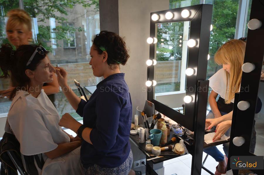 stanowisko mobilne do makijażu