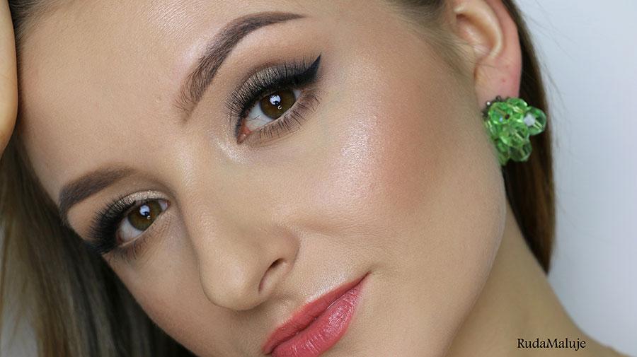 Ruda Maluje w makijażu