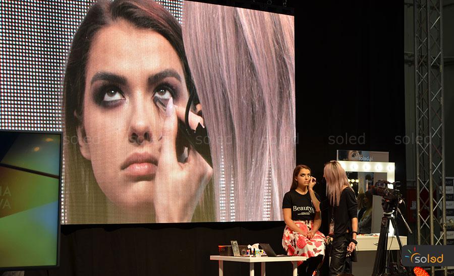 Scena w prezentacją trendów makijażowych na The Makeup Day Poland 2017