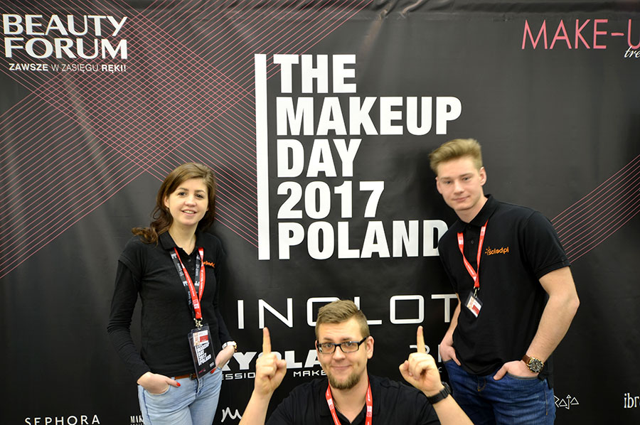Pracownicy SOLED przy ściance na The Makeup Day Poland 2017