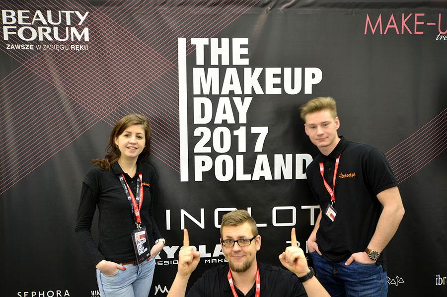 Pracownicy SOLED przy ściance na The Makeup Day Poland 2017