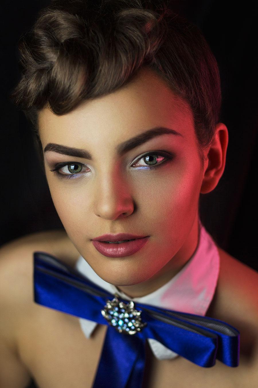 Makijaż w stylu glamour krok po kroku | Wizaż.pl