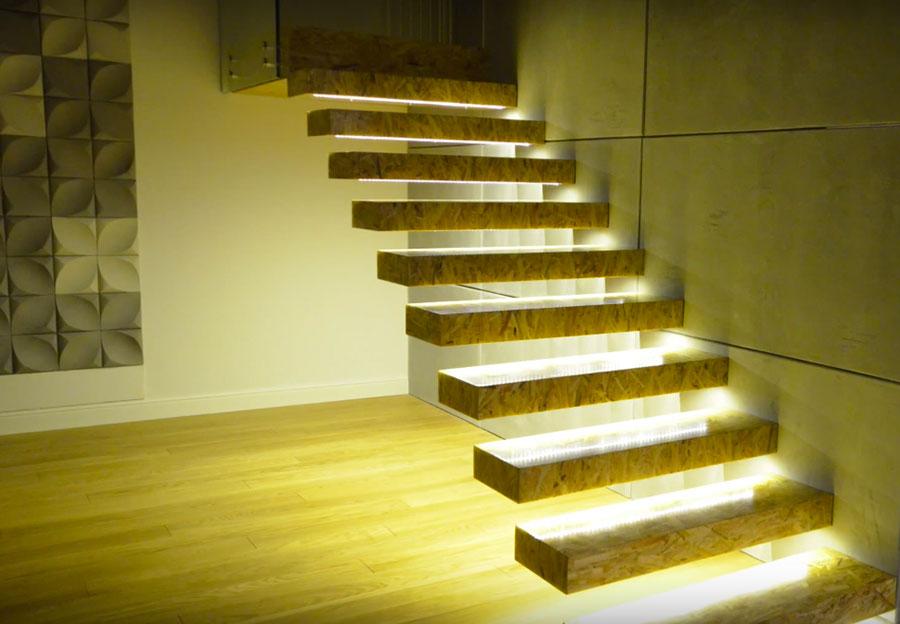 wiszące schody z płyty OSB podświetlone taśmą LED SOLED