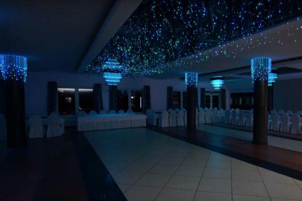oświetlenie sali bankietowej światłowodami