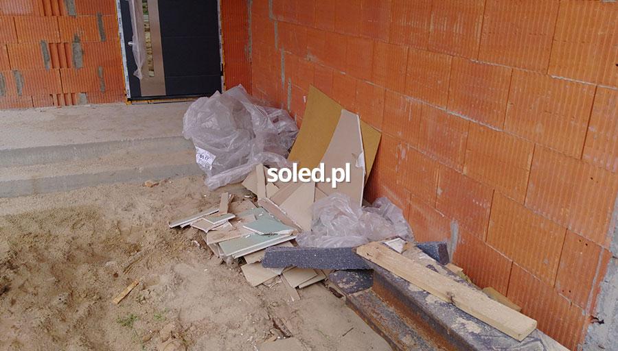odpady przy budowanym domu
