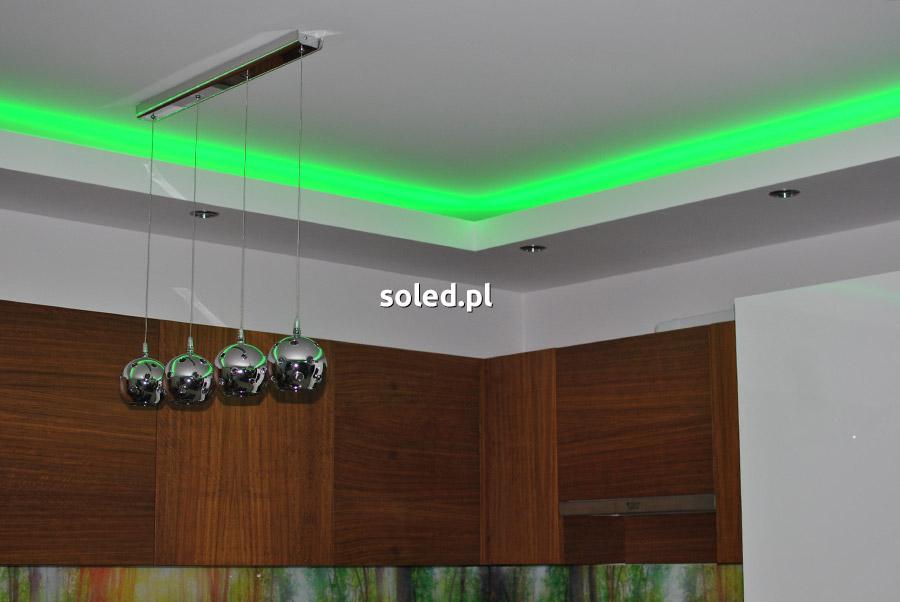podświetlenie sufitu taśmą LED RGB - ustawiony kolor zielony - taśma LED została umieszczona we wnęce w kuchni nad szafkami kuchennymi
