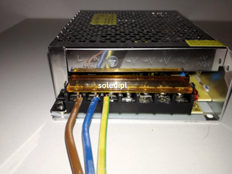 podłączenie przewodów do zasilacza LED