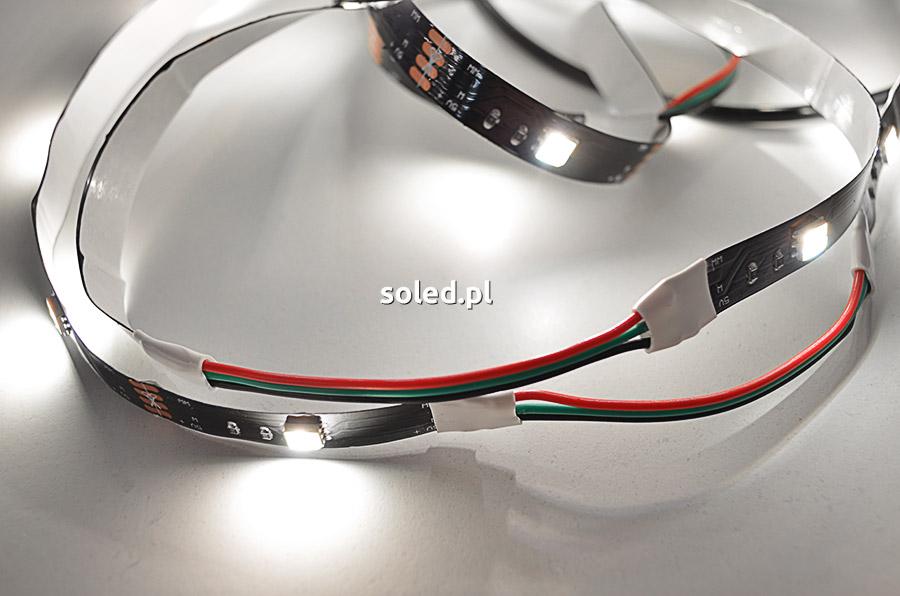 połączenie taśmy LED przewodem na rogach